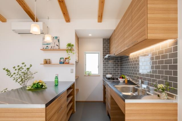 造作の木製キッチン