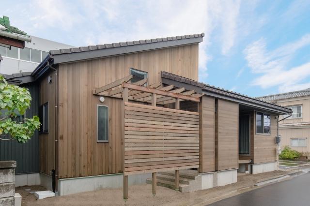 木張りの平屋の住まい
