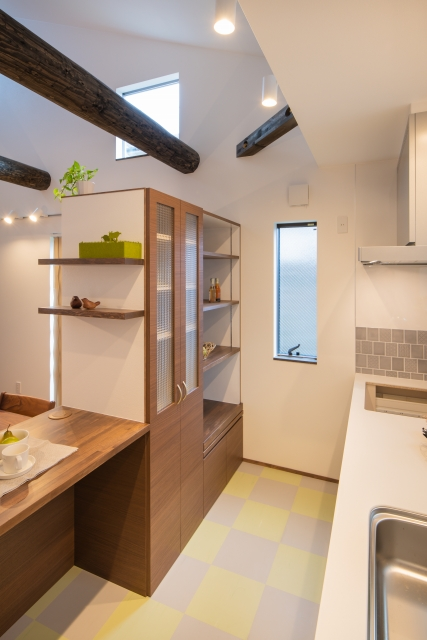 造作のキッチン背面収納