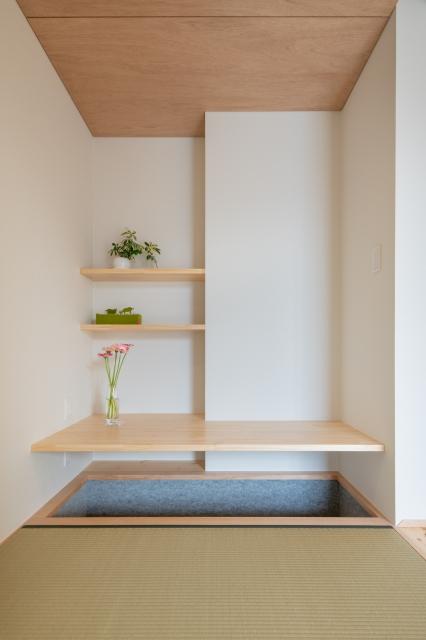 掘りごたつ式の和室