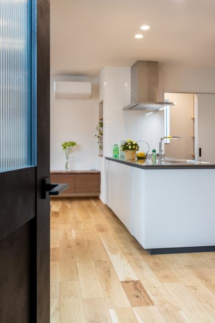 扉を開けるとオープンキッチン