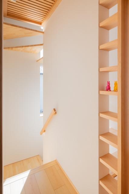 階段の飾り棚