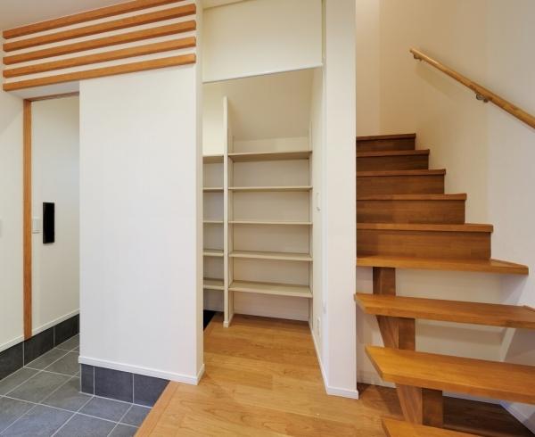 玄関・シューズクローク・階段