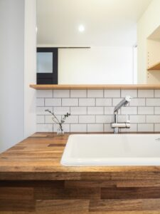 タイルが印象的な造作洗面台
