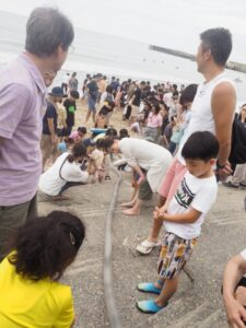 高田建築事務所イベントの稚魚放流