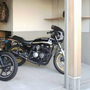 バイク用のビルトインガレージ