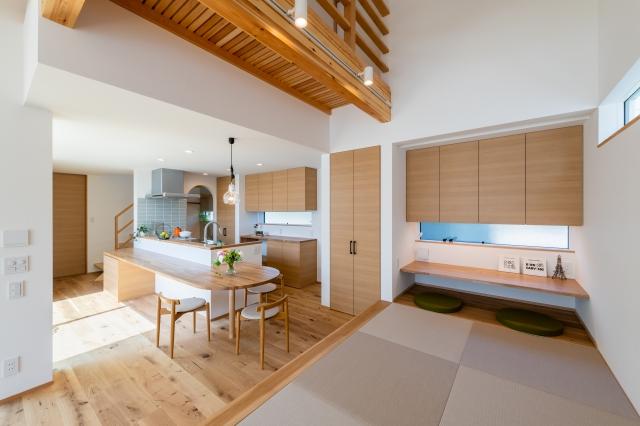 小上がり畳スペースとダイニングキッチン