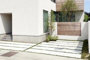 駐車場の土間スリットに何を植える