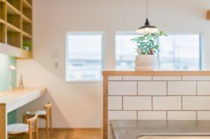 タイルと造作キッチン