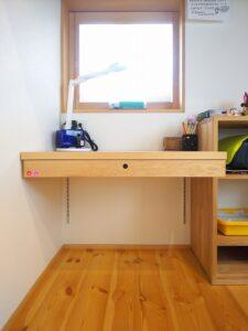 DIYで作った勉強机