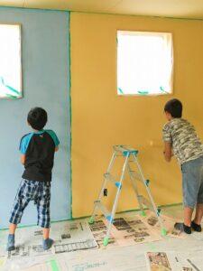 DIYで子供とペンキ塗り