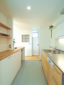 壁付けの造作キッチン