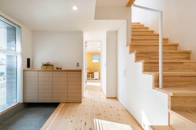 ゆったり階段の玄関ホール