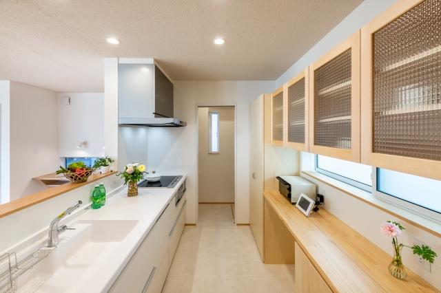 ZEHの家のキッチン