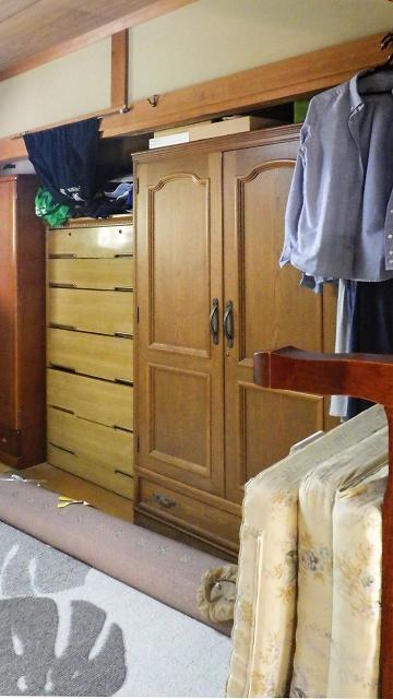 造作収納で洋服整理のビフォー