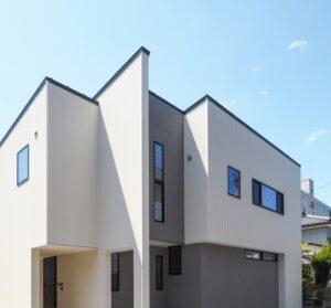シンプルモダンな外観の家
