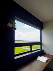 田園風景を借景する書斎コーナー