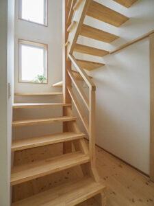 木製のストリップ階段