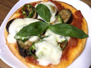 短時間発酵のバジルトマトピザ