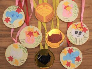 園児からの建築お礼の金メダル