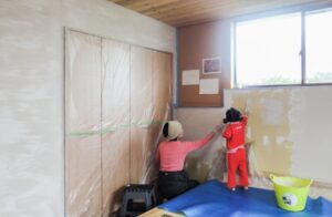 珪藻土で塗壁DIY+手形で思い出作り