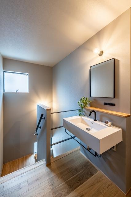 2階ホールの造作洗面化粧台