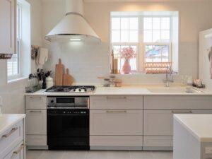 カフェのような白くて可愛いキッチン